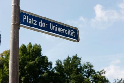 Platz der Universität